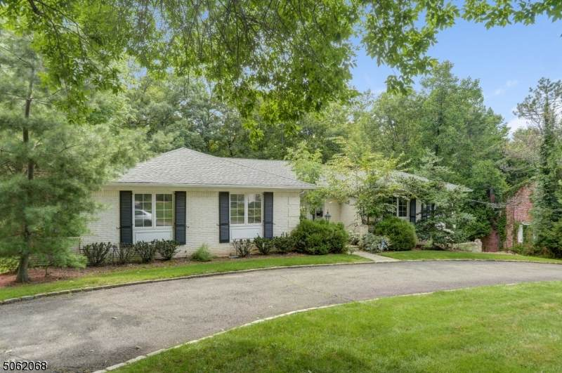 131 Lawrence Dr - Photo 1