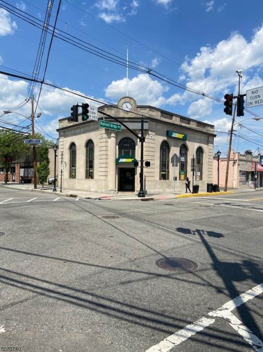 319 Lafayette Ave - Photo 1