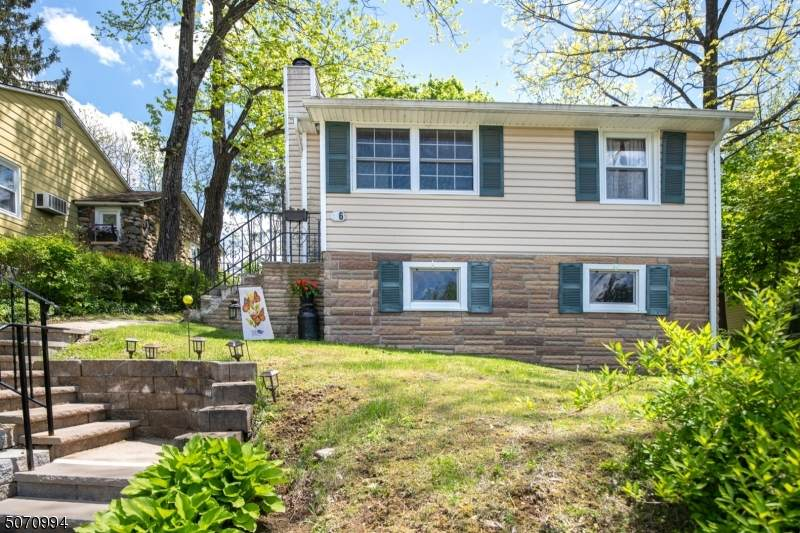 86 Sterling St - Photo 1