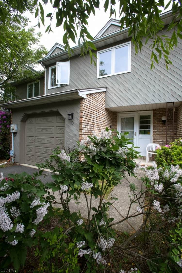 10 Guilford Ct - Photo 1
