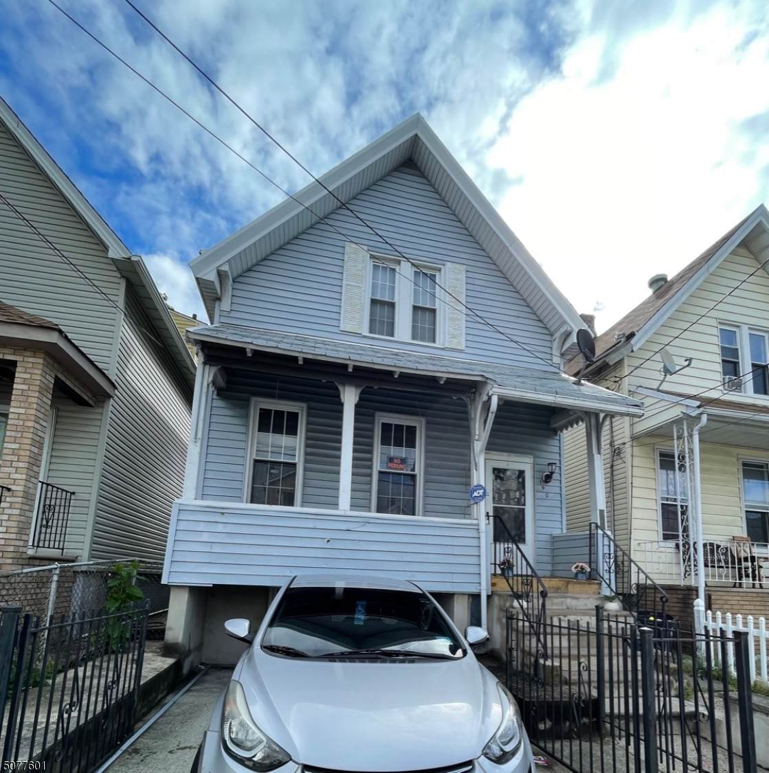 190 Linden Ave - Photo 1