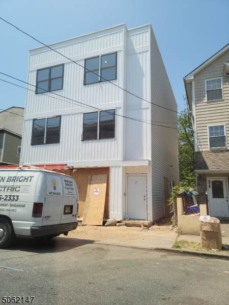 580 E 23rd St, Paterson City, NJ 07514 (MLS #3721115) :: Gold Standard Realty