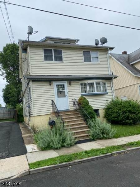 16 Roselyn Pl, Union Twp., NJ 07088 (#3721447) :: NJJoe Group at Keller Williams Park Views Realty