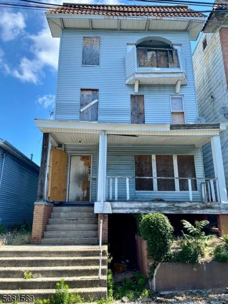 584 15Th Ave - Photo 1