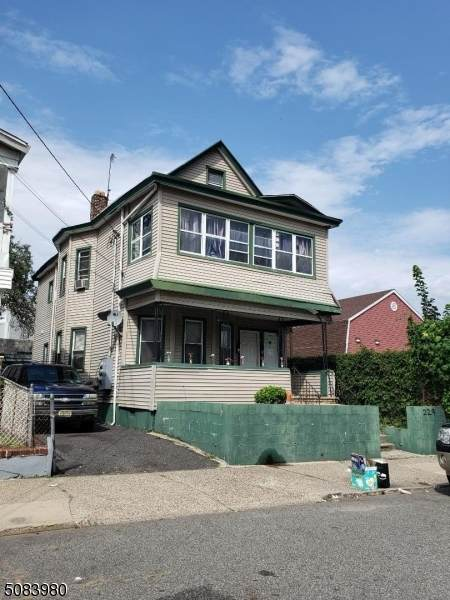 227 Lawrence St - Photo 1