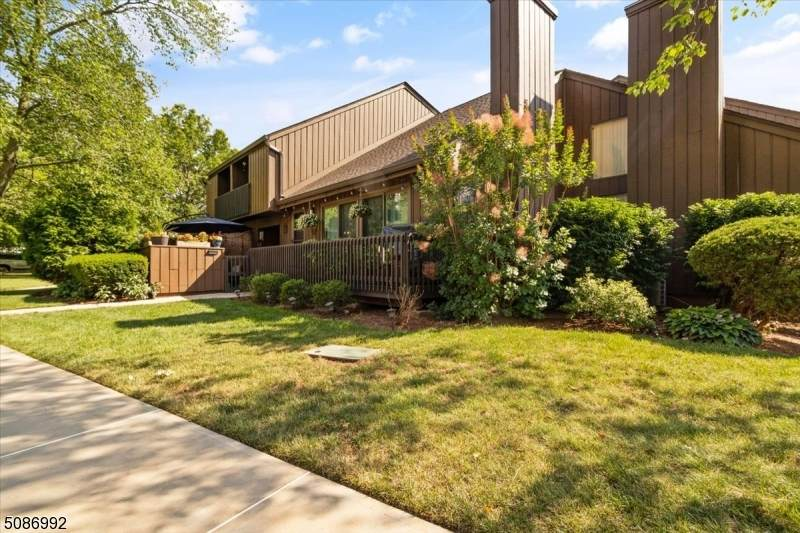 143 Kingsberry Dr - Photo 1