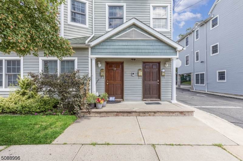 31 Sussex Ave - Photo 1