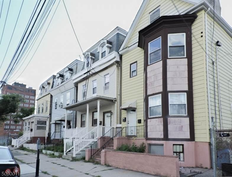136 Jefferson Ave - Photo 1