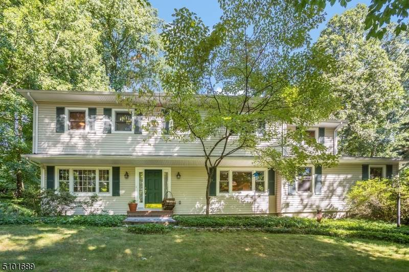 10 Parkwood Rd - Photo 1