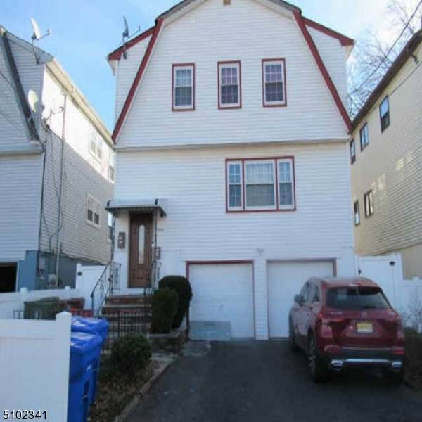 1304 Middlesex St - Photo 1