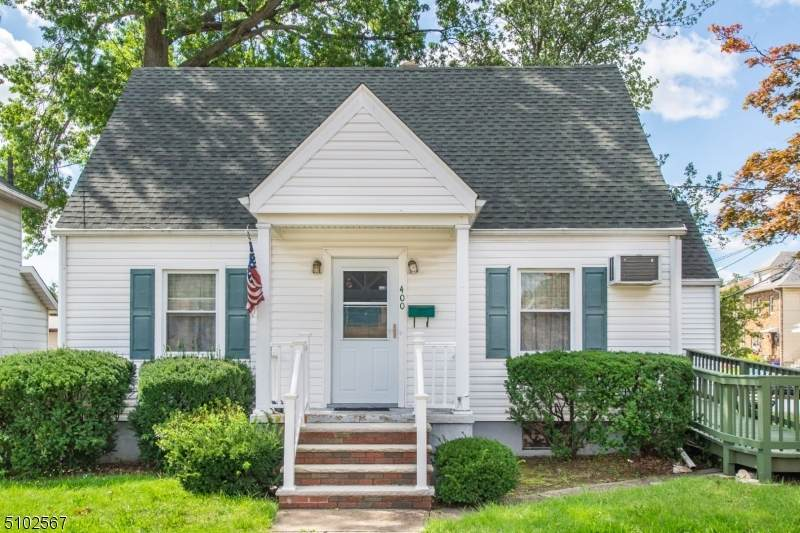 400 Rutherford Ave - Photo 1