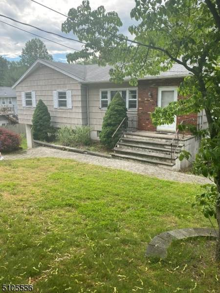 3 Wolfe Dr, Wanaque Boro, NJ 07465 (MLS #3742785) :: The Karen W. Peters Group at Coldwell Banker Realty