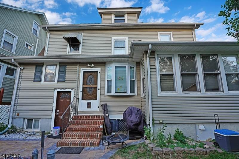 156 Lakeview Ave - Photo 1