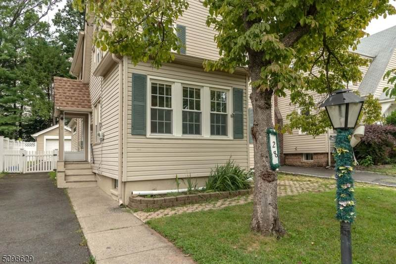 28 Montclair Ave - Photo 1