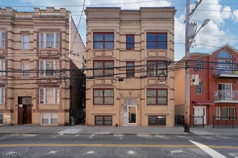 324 Baldwin Ave - Photo 1
