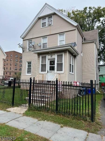 304 William St, East Orange City, NJ 07017 (MLS #3746227) :: The Karen W. Peters Group at Coldwell Banker Realty