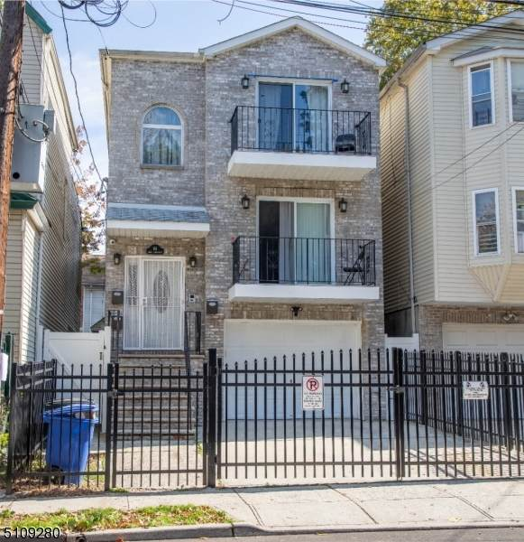 64 S 10Th St, Newark City, NJ 07107 (MLS #3746772) :: The Karen W. Peters Group at Coldwell Banker Realty