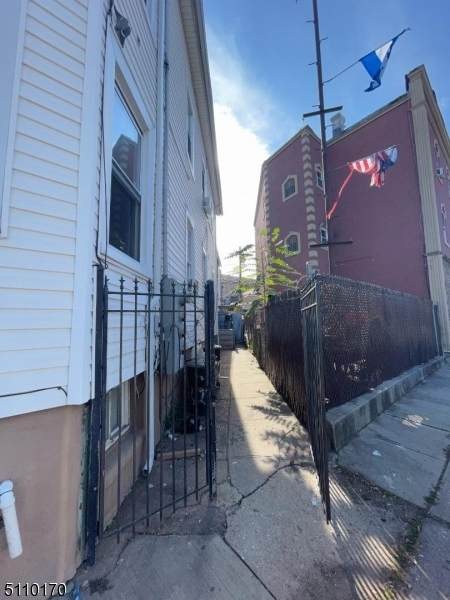 32 S Reid St, Elizabeth City, NJ 07201 (MLS #3746878) :: Stonybrook Realty