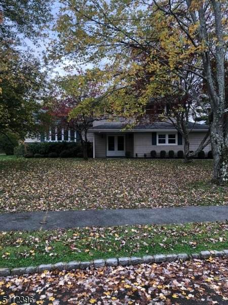 8 Lombard Dr, West Caldwell Twp., NJ 07006 (MLS #3748931) :: The Karen W. Peters Group at Coldwell Banker Realty