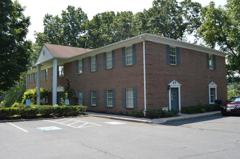 5 Manor Dr, Unit 5 - Photo 1