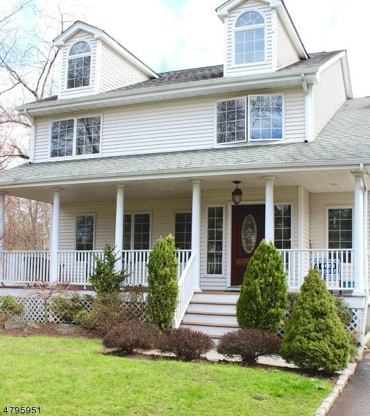 8 Meadow St, Demarest Boro, NJ 07627 (MLS #3462999) :: William Raveis Baer & McIntosh