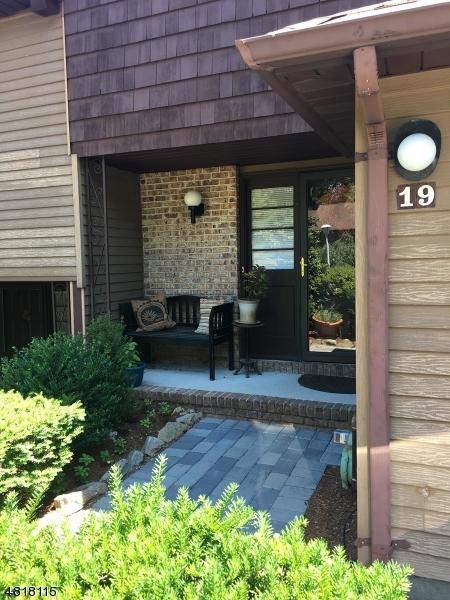 19 Heritage Ct, Parsippany-Troy Hills Twp., NJ 07950 (MLS #3483742) :: William Raveis Baer & McIntosh