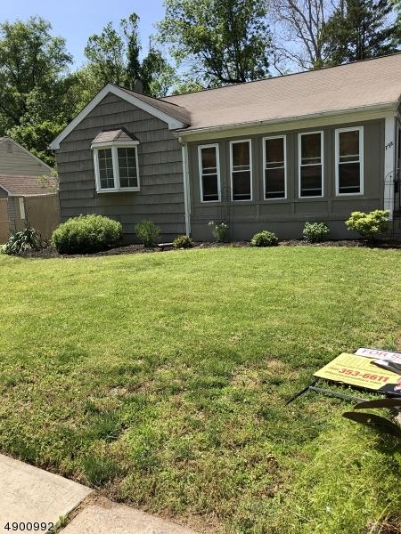 798 Old Lake Ave, Rahway City, NJ 07065 (MLS #3560054) :: Weichert Realtors