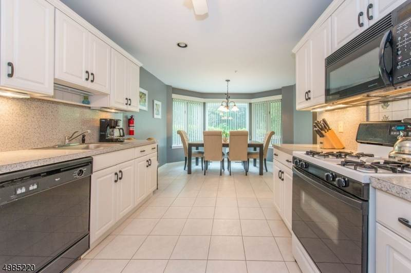 99 Turnberry Rd Unit 4A - Photo 1