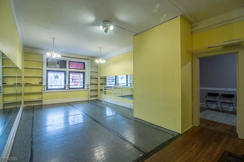 155 Maplewood Ave Ste. 2 - Photo 1