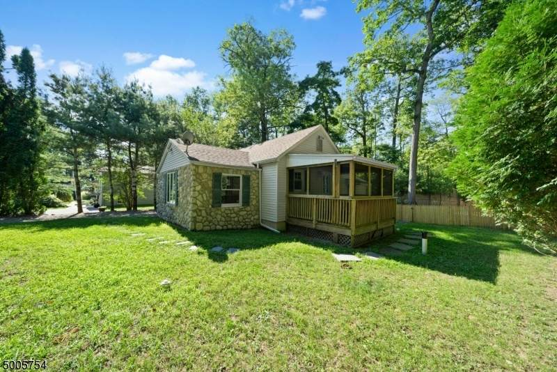 38 Pioneer Point Dr - Photo 1