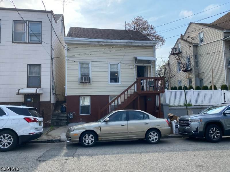 52 Bloomfield Ave - Photo 1