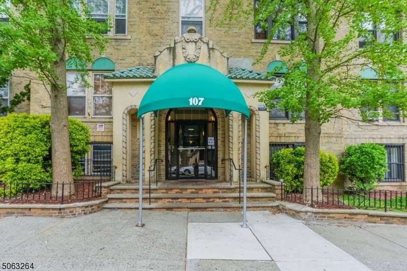 107 Kensington Ave - Photo 1