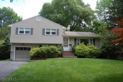 15 Canterbury Ln, Berkeley Heights Twp., NJ 07922 (MLS #3719105) :: The Dekanski Home Selling Team