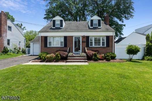 95 Saint Laurent Dr, Clark Twp., NJ 07066 (MLS #3719144) :: The Dekanski Home Selling Team