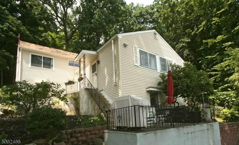 112 Hudson Ave - Photo 1