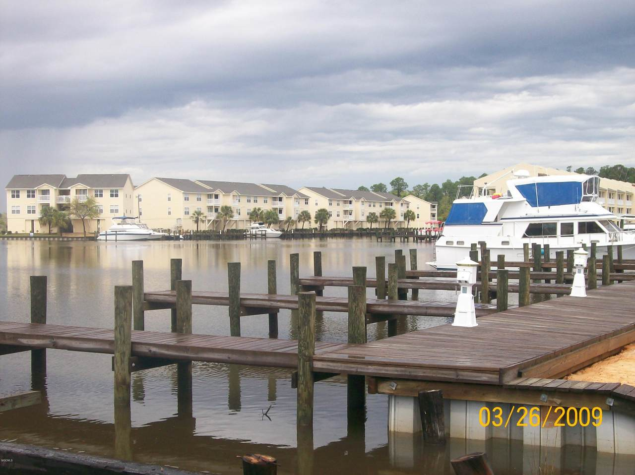 2421 Beachview Dr - Photo 1