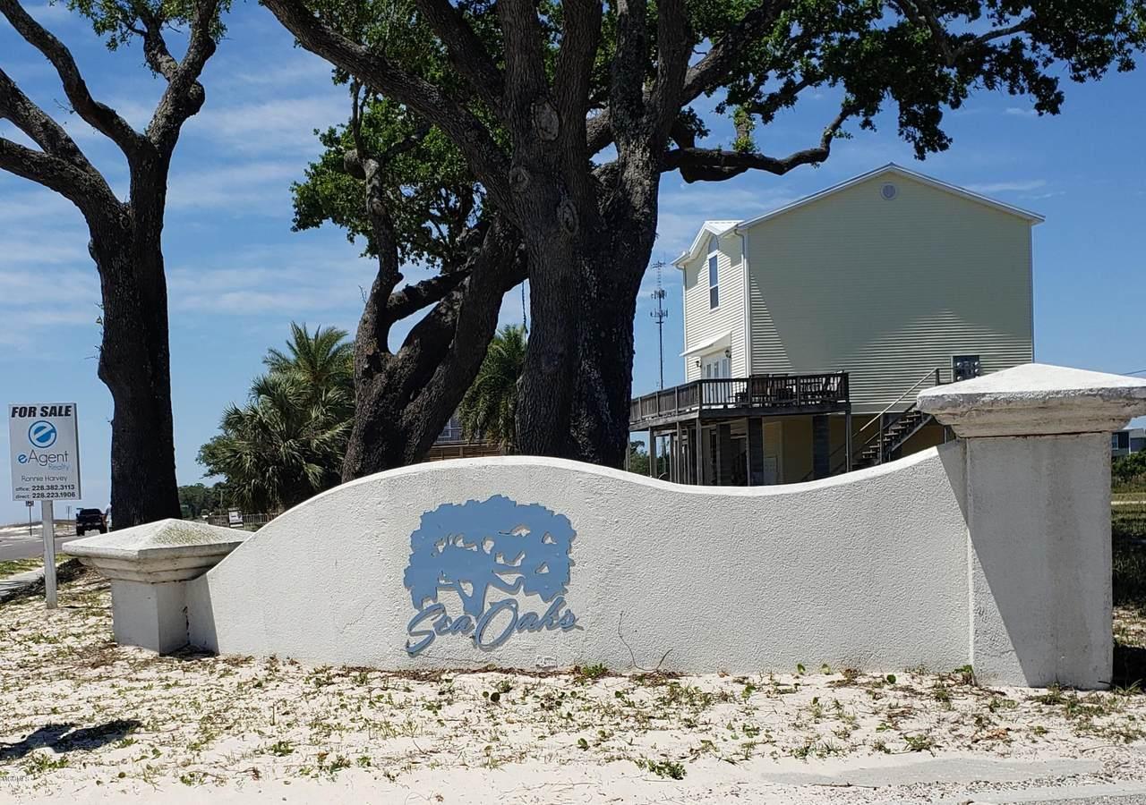 100 Sea Oaks Blvd - Photo 1