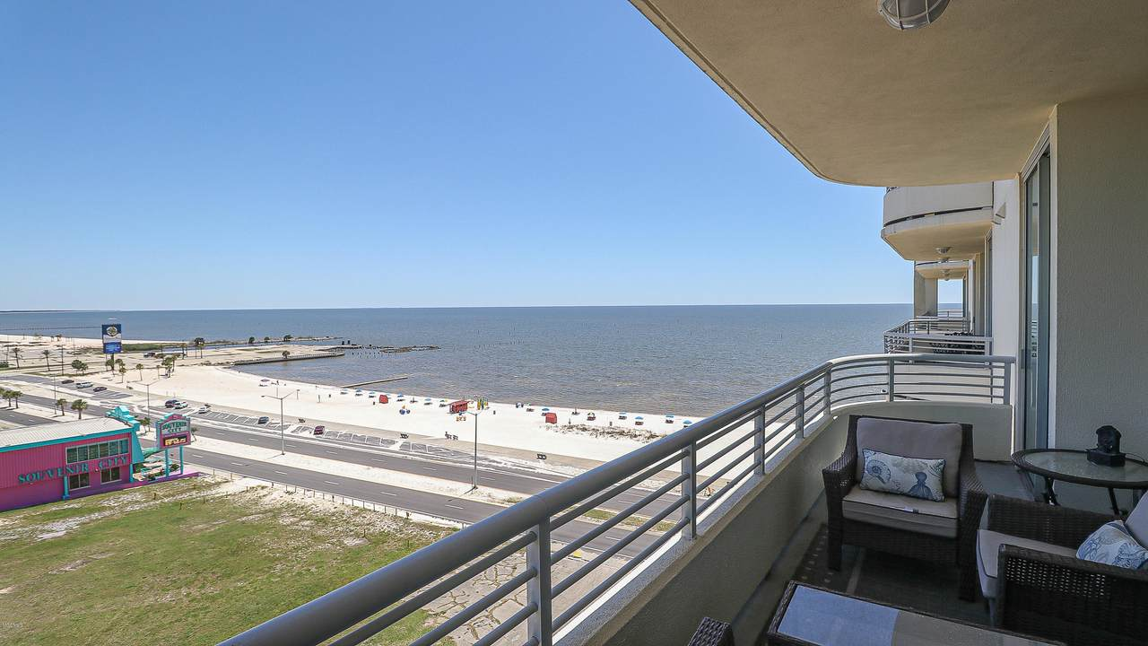 2060 Beach Blvd - Photo 1