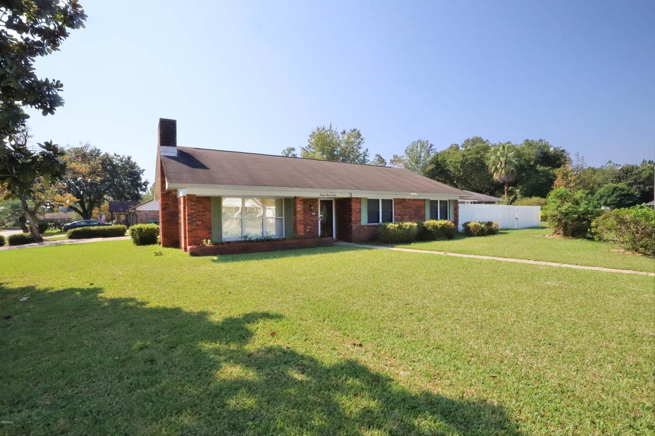 2302 Wildwood Dr - Photo 1