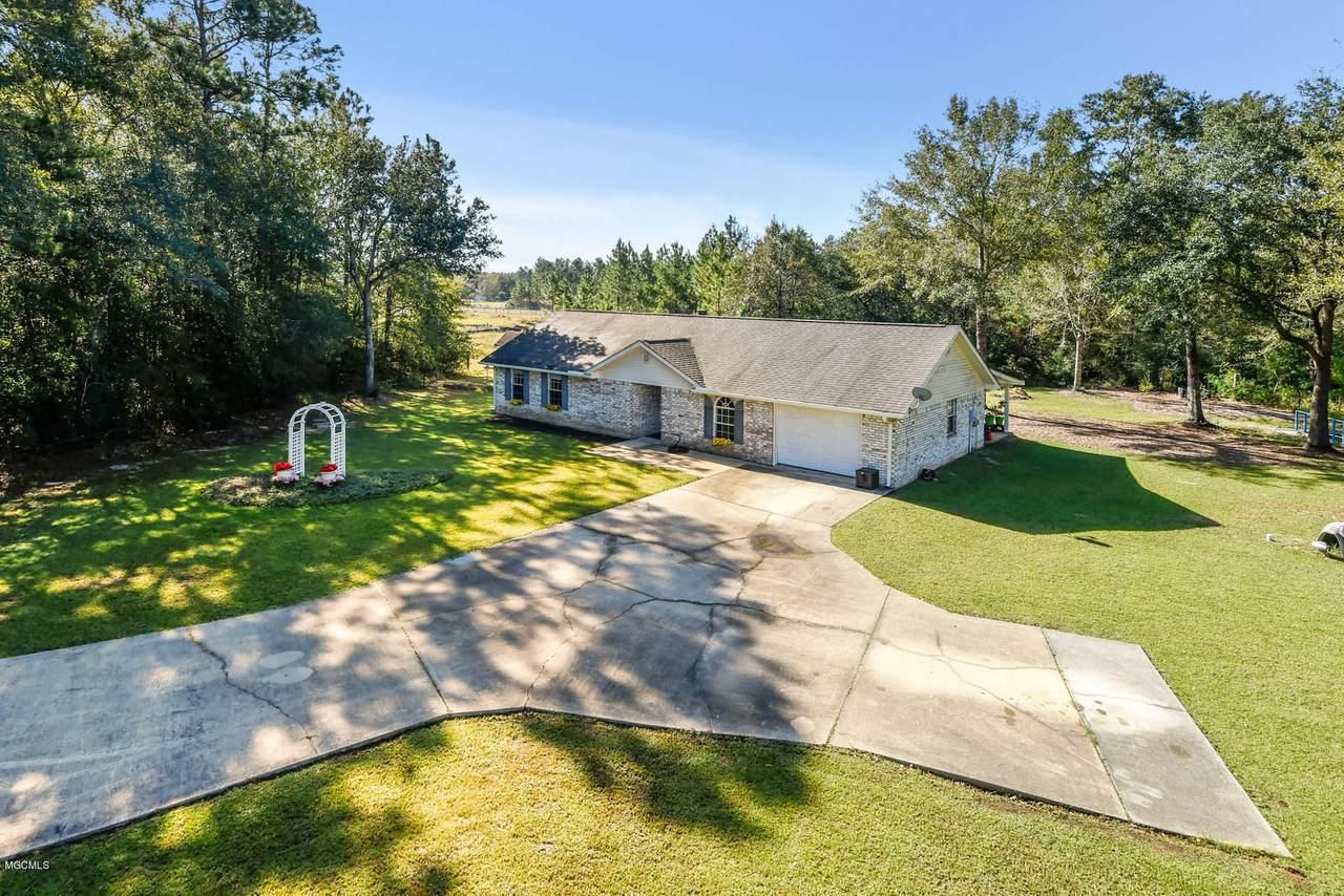 5020 Amy Lee Rd - Photo 1