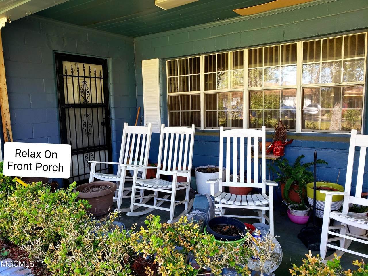 4518 Community Ave - Photo 1