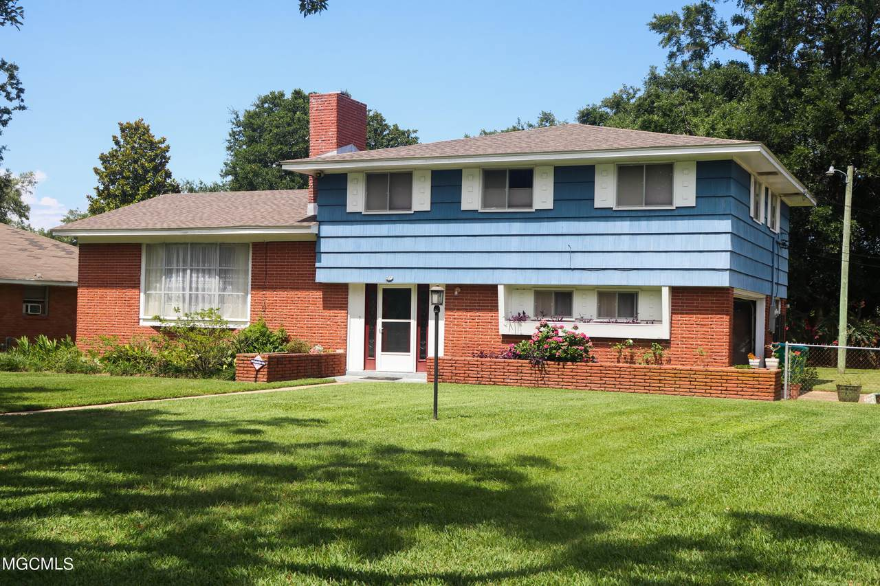 2402 Hewes Ave - Photo 1