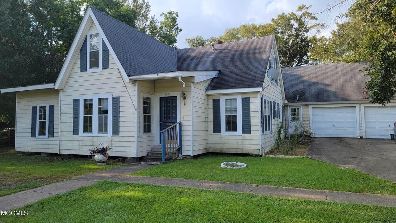 1206 Communy Ave - Photo 1