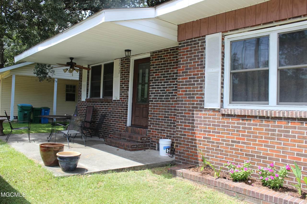 1217 Polk Ave - Photo 1