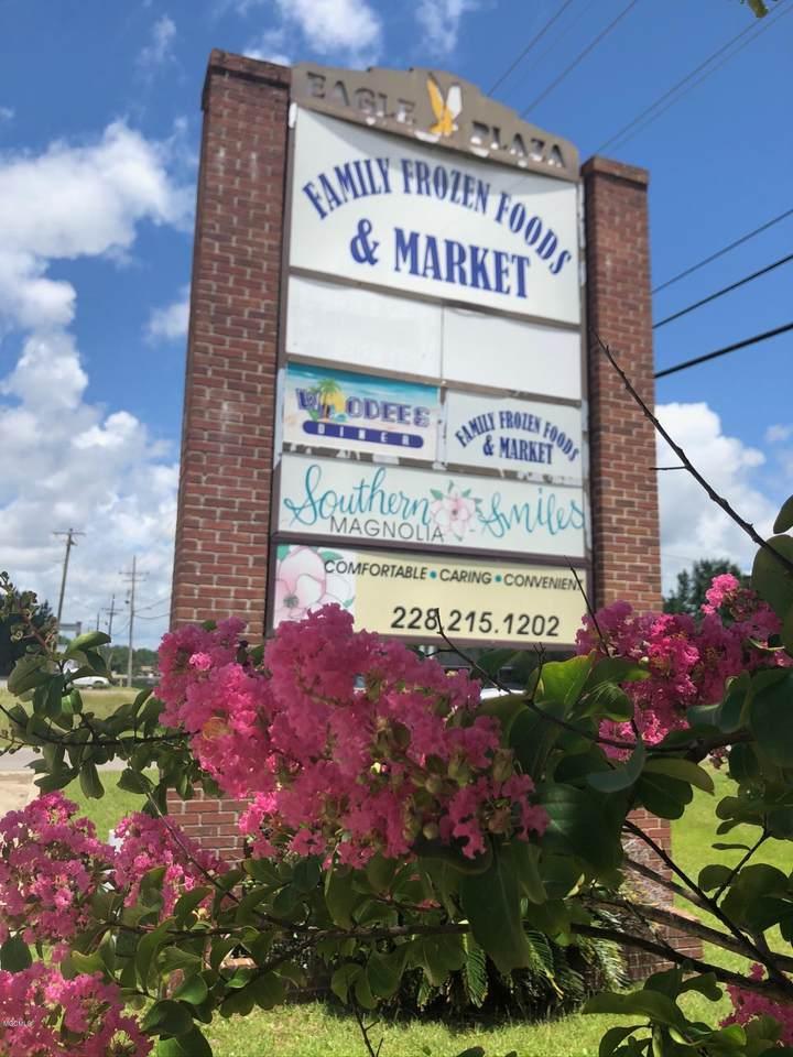 6819 Washington Ave - Photo 1