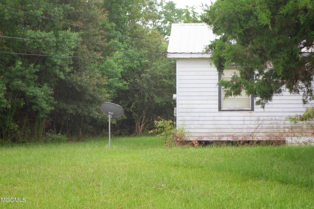 9337 Boyette Rd - Photo 1