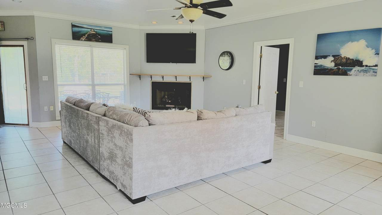 13328 Country Ln - Photo 1