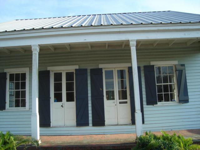 146 Main St, Bay St. Louis, MS 39520 (MLS #335055) :: Ashley Endris, Rockin the MS Gulf Coast