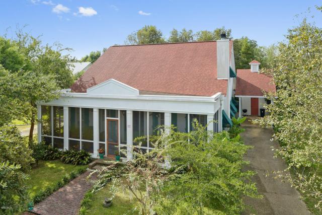 318 Main St, Bay St. Louis, MS 39520 (MLS #340026) :: Amanda & Associates at Coastal Realty Group