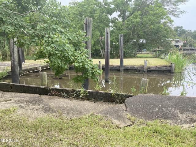5523 Dead River Dr, Gautier, MS 39553 (MLS #378379) :: Biloxi Coastal Homes